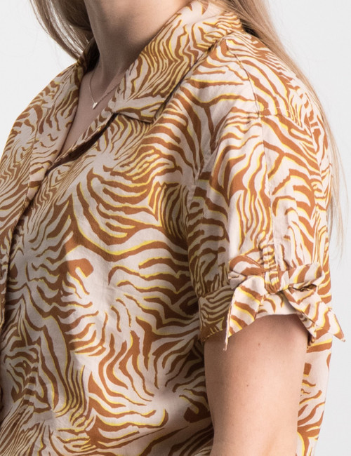 Light weight cotton mix boxy fit top